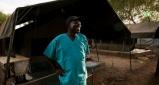 Χειρουργός από το Νότιο Σουδάν τιμάται με το Βραβείο Προσφύγων Νάνσεν της Υ.Α.