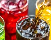 Ο Σύνδεσμος Ελληνικών Βιομηχανιών Αναψυκτικών μειώνει τη ζάχαρη στα αναψυκτικά